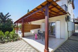 Фасад дома. Кипр, Менеу : Уютная вилла с 2-мя спальнями, с зеленым двориком и патио с барбекю