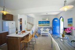 Гостиная. Кипр, Пернера : Вилла в греческом стиле с 2-мя спальнями с меблированный уютным патио и барбекю