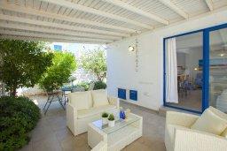 Терраса. Кипр, Пернера : Вилла в греческом стиле с 2-мя спальнями с меблированный уютным патио и барбекю