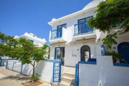 Фасад дома. Кипр, Пернера : Вилла в греческом стиле с 2-мя спальнями с меблированный уютным патио и барбекю
