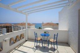Балкон. Кипр, Пернера : Уютная вилла с 2-мя спальнями рядом с пляжем Sirina Bay,  с бассейном, меблированным патио с барбекю