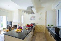 Кухня. Кипр, Каппарис : Уютная вилла с 2-мя спальнями, с зелёным двориком и барбекю, находится всего в нескольких минутах ходьбы от пляжа Malama
