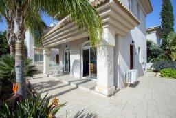 Терраса. Кипр, Каппарис : Уютная вилла с 2-мя спальнями, с зелёным двориком и барбекю, находится всего в нескольких минутах ходьбы от пляжа Malama