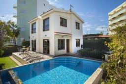 Фасад дома. Кипр, Фиг Три Бэй Протарас : Прекрасная вилла с 4-мя спальнями, с бассейном, солнечной террасой с патио и каменным барбекю, расположена в центре Протараса около пляжа Fig Tree Bay