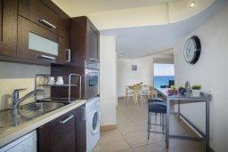 Кухня. Кипр, Фиг Три Бэй Протарас : Потрясающий апартамент на побережье с потрясающим панорамным видом на Средиземное море, в комплексе с общим бассейном