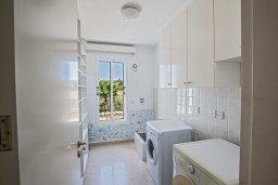 Ванная комната 2. Кипр, Нисси Бич : Великолепная современная вилла с 4-ся спальнями, с бассейном и солнечной террасой с патио, расположена в нескольких минутах ходьбы от знаменитого пляжа Nissi Beach