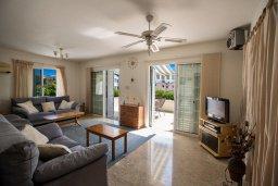 Гостиная. Кипр, Нисси Бич : Прекрасная вилла с 4-мя спальнями, с большим бассейном, солнечной террасой с патио и барбекю