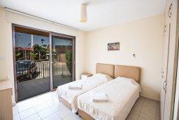 Спальня. Кипр, Центр Айя Напы : Современный апартамент с отдельной спальней и террасой, в комплексе с общим бассейном