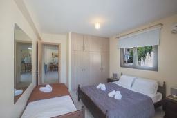 Спальня 2. Кипр, Центр Айя Напы : Апартамент с большой гостиной, двумя отдельными спальнями, двумя ванными комнатами и террасой, расположен в комплексе с общим бассейном в 400 метрах от пляжа Limanaki beach