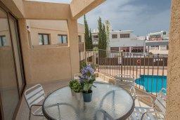 Балкон. Кипр, Центр Айя Напы : Современный апартамент с 2-мя спальнями и балконом, расположен в комплексе с общим бассейном в 400 метрах от пляжа Limanaki beach