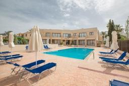 Территория. Кипр, Центр Айя Напы : Уютный апартамент с отдельной спальней и балконом, расположен в комплексе с общим бассейном в 400 метрах от пляжа Limanaki beach