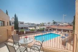 Балкон. Кипр, Центр Айя Напы : Уютный апартамент с отдельной спальней и балконом, расположен в комплексе с общим бассейном в 400 метрах от пляжа Limanaki beach