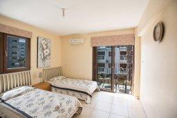 Спальня 2. Кипр, Центр Айя Напы : Апартамент с большой гостиной, двумя отдельными спальнями и балконом, в комплексе с общим бассейном