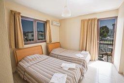 Спальня 2. Кипр, Центр Айя Напы : Апартамент с большой гостиной, двумя отдельными спальнями, двумя ванными комнатами и балконом