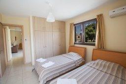 Спальня 2. Кипр, Центр Айя Напы : Апартамент с большой гостиной, двумя отдельными спальнями, двумя ванными комнатами и балконом, расположен в комплексе с общим бассейном в 400 метрах от пляжа Limanaki beach