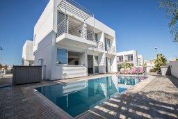Фасад дома. Кипр, Каппарис : Потрясающая современная вилла с 3-мя спальнями, с просторным бассейном, солнечной террасой с патио и барбекю