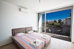 Спальня 2. Кипр, Каппарис : Потрясающая современная вилла с 3-мя спальнями, с просторным бассейном, солнечной террасой с патио и барбекю