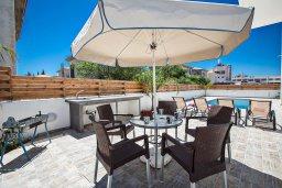 Территория. Кипр, Каппарис : Современная комфортабельная вилла с 3-мя спальнями, с просторным бассейном и солнечной террасой с барбекю