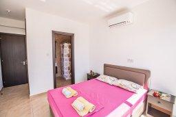 Спальня. Кипр, Каппарис : Современная комфортабельная вилла с 3-мя спальнями, с просторным бассейном и солнечной террасой с барбекю