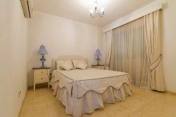 Спальня. Кипр, Гермасойя Лимассол : Апартамент в 100 метрах от моря в комплексе с бассейном, с гостиной, двумя спальнями, двумя ванными комнатами и балконом с боковым видом на море