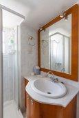 Ванная комната 2. Кипр, Гермасойя Лимассол : Апартамент в 100 метрах от моря в комплексе с бассейном, с гостиной, двумя спальнями, двумя ванными комнатами и балконом с боковым видом на море