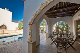 Терраса. Кипр, Санрайз Протарас : Потрясающая вилла с 3-мя спальнями,  с частным бассейном, тенистой верандой и традиционным барбекю, расположена у пляжа Marlita Beach