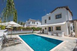 Фасад дома. Кипр, Коннос Бэй : Комфортабельная вилла в 100 метрах от моря, с 3-мя спальнями, с бассейном, просторным садом с патио и барбекю