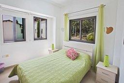 Спальня 2. Кипр, Коннос Бэй : Комфортабельная вилла в 100 метрах от моря, с 3-мя спальнями, с бассейном, просторным садом с патио и барбекю