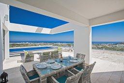 Терраса. Кипр, Санрайз Протарас : Шикарная вилла с панорамным видом на море, с 3-мя спальнями, с большим бассейном, солнечной террасой с патио и  барбекю