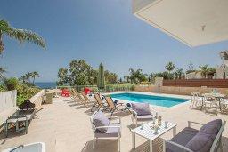 Бассейн. Кипр, Фиг Три Бэй Протарас : Красивая и современная вилла с видом на Средиземное море, с 4-мя спальнями, с бассейном, солнечной террасой, расположена на побережье Протараса недалеко от пляжа Fig Tree Bay
