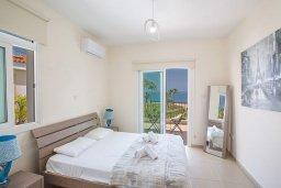 Спальня 2. Кипр, Фиг Три Бэй Протарас : Красивая и современная вилла с видом на Средиземное море, с 4-мя спальнями, с бассейном, солнечной террасой, расположена на побережье Протараса недалеко от пляжа Fig Tree Bay