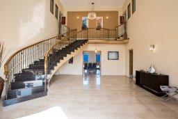 Лестница наверх. Кипр, Санрайз Протарас : Роскошная вилла с панорамным видом на море, с 7-ю спальнями, игровой комнатой, с большим бассейном, прекрасным садом с летней кухней и уличным баром с барбекю, расположена в тихом и живописном районе St. Elias