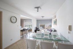 Обеденная зона. Кипр, Фиг Три Бэй Протарас : Апартамент с 3-мя спальнями, 2-мя ванными комнатами и балконом с панорамным видом на море, расположен в 85 метрах от пляжа
