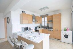Кухня. Кипр, Фиг Три Бэй Протарас : Апартамент с 3-мя спальнями, 2-мя ванными комнатами и балконом с панорамным видом на море, расположен в 85 метрах от пляжа