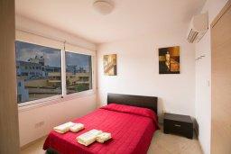 Спальня. Кипр, Фиг Три Бэй Протарас : Апартамент с 3-мя спальнями, 2-мя ванными комнатами и балконом с панорамным видом на море, расположен в 85 метрах от пляжа