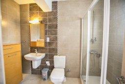 Ванная комната. Кипр, Фиг Три Бэй Протарас : Апартамент с 3-мя спальнями, 2-мя ванными комнатами и балконом с панорамным видом на море, расположен в 85 метрах от пляжа
