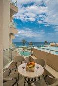 Балкон. Кипр, Фиг Три Бэй Протарас : Апартамент с 3-мя спальнями, 2-мя ванными комнатами и балконом с панорамным видом на море, расположен в 85 метрах от пляжа