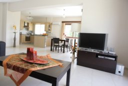 Гостиная. Кипр, Писсури : Вилла с бассейном, большая гостиная, 3 спальни, 3 ванные комнаты, дворик, парковка, место для барбекю, Wi-Fi