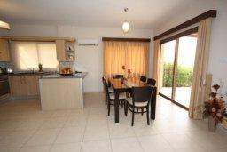 Гостиная. Кипр, Писсури : Вилла с бассейном, гостиной, тремя спальнями, тремя ванными комнатами, двориком, местом для барбекю, парковкой, Wi-Fi