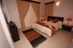 Спальня. Кипр, Писсури : Вилла с бассейном, большой гостиной, 3 спальни, 3 ванные комнаты, место для барбекю, дворик, парковка, Wi-Fi