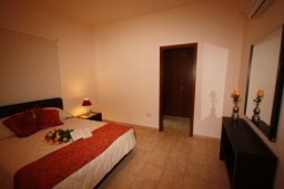 Спальня. Кипр, Писсури : Вилла с бассейном и большой зеленой лужайкой, 3 спальни, 3 ванные комнаты, место для барбекю, парковка, Wi-Fi