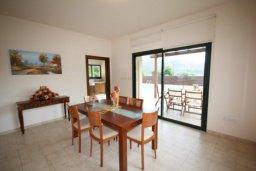 Обеденная зона. Кипр, Писсури : Вилла с бассейном и большой зеленой лужайкой, 3 спальни, 3 ванные комнаты, место для барбекю, парковка, Wi-Fi