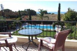 Вид на море. Кипр, Писсури : Вилла с бассейном и зеленым двориком, большой гостиной, 3 спальни, 2 ванные комнаты, место для барбекю, парковка, Wi-Fi