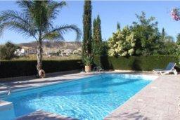 Бассейн. Кипр, Писсури : Вилла с бассейном и зеленым двориком, большой гостиной, 3 спальни, 2 ванные комнаты, место для барбекю, парковка, Wi-Fi