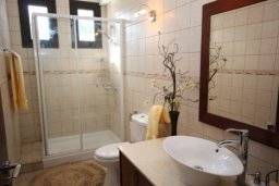 Ванная комната. Кипр, Писсури : Вилла с бассейном, гостиная, 2 спальни, место для барбекю, зеленый дворик, парковка, Wi-Fi