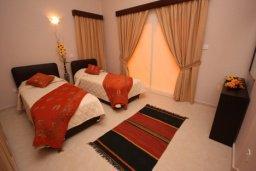 Спальня 2. Кипр, Писсури : Двухэтажная вилла с бассейном и зеленым двориком, большая гостиная, 3 спальни, 3 ванные комнаты, место для барбекю, парковка, Wi-Fi