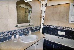 Ванная комната 2. Кипр, Пейя : Великолепная вилла с видом на море, с 3-мя спальнями, с бассейном, солнечной террасой и барбекю