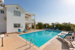 Фасад дома. Кипр, Пейя : Двухэтажная вилла с бассейном, большая гостиная, 4 спальни, 4 ванные комнаты, дворик, место для барбекю, парковка, Wi-Fi