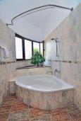 Ванная комната. Кипр, Си Кейвз : Великолепная вилла с видом на море, с 5-ю спальнями, с просторным бассейном, в окружении красивого сада