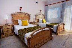 Спальня 3. Кипр, Си Кейвз : Великолепная вилла с видом на море, с 5-ю спальнями, с просторным бассейном, в окружении красивого сада